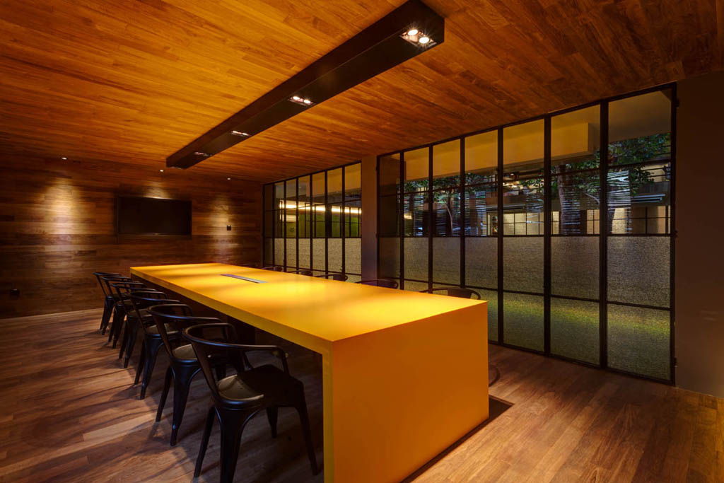 Kui Film yellow table with metal chairs